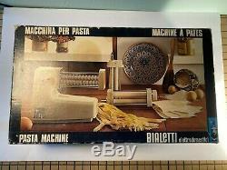 Bialetti Machine À Pâtes Électrique Italie Trois Pièces Jointes Dans L'encadré Livrets De Travail